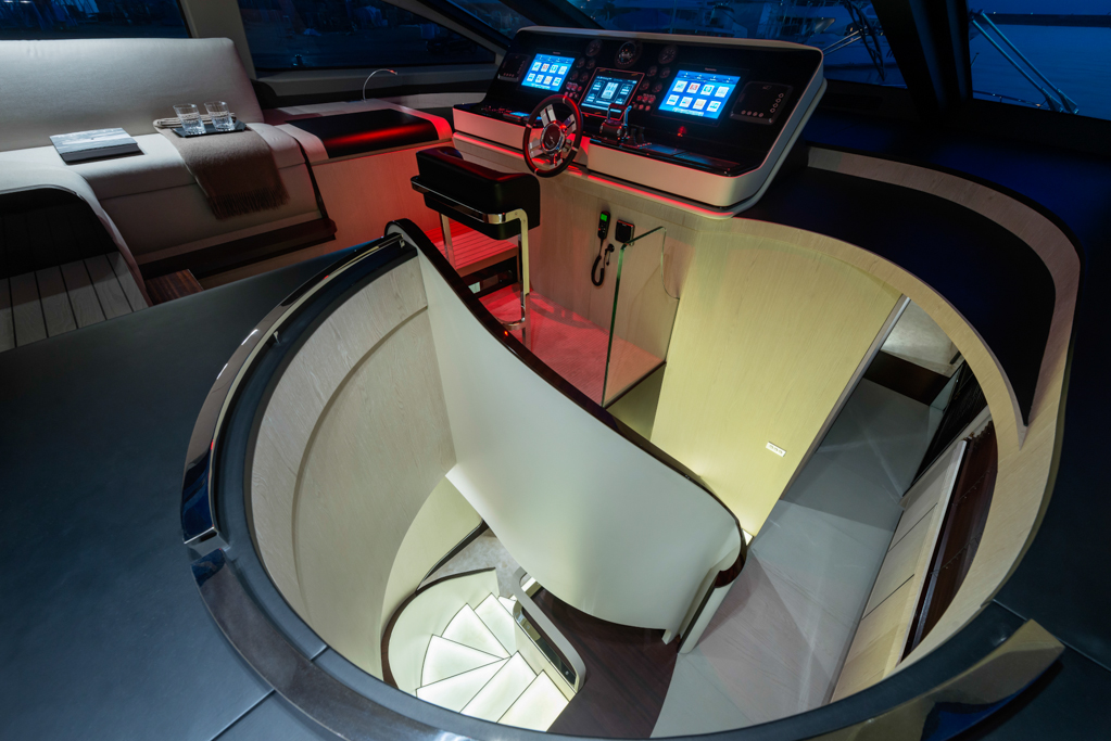 Helm & stairs to lower deck