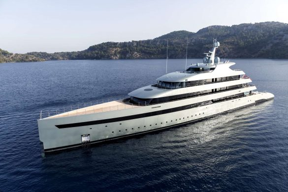 SUPERYACHT 'SAVANNAH' WINS BIG THE 2016 SHOWBOATS DESIGN AWARDS